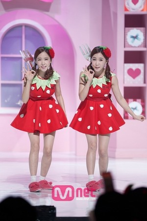 strawberi susu - Crayon pop subunit