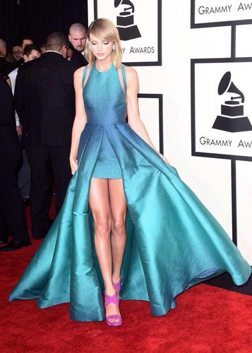 Taylor rapide, rapide, swift fond d'écran probably with a gown, a dîner dress, and a polonaise called Taylor 2015 Grammys