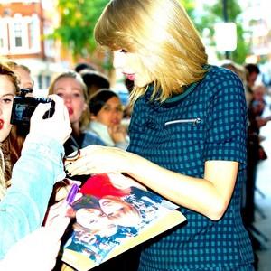 Taylor ファン Art
