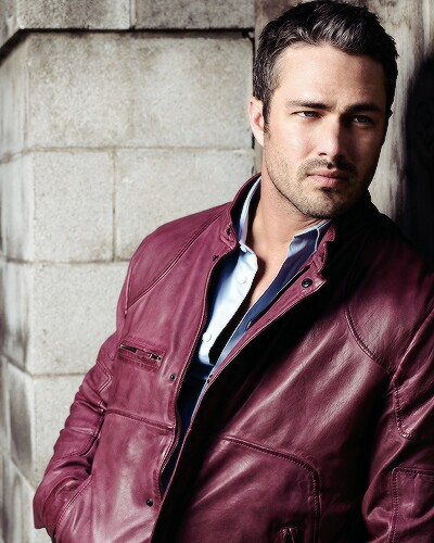 Chicago feuer (2012 TV Series) Hintergrund possibly with a business suit entitled Taylor Kinney hottie*.*❤ ❥