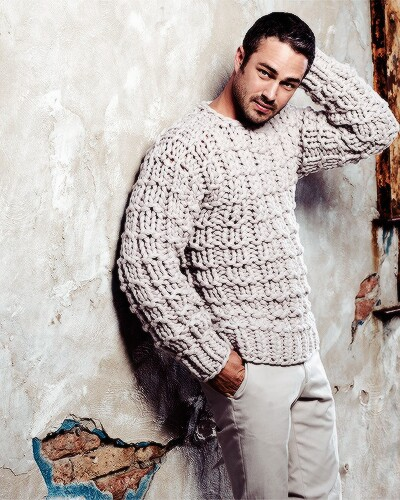 Chicago feuer (2012 TV Series) Hintergrund probably with a pullover called Taylor Kinney hottie*.*❤ ❥