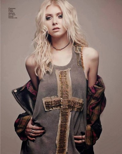 Taylor Momsen wallpaper entitled Taylor Momsen