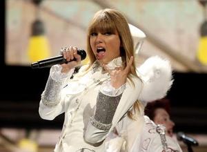 Taylor 迅速, 斯威夫特 2013 Grammys Performance