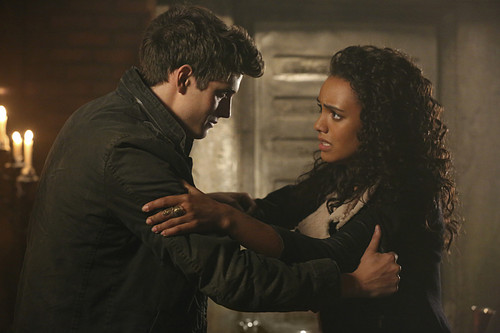 Teen テレビ shows 壁紙 entitled The Originals 2.13 ''The Devil is Damned''