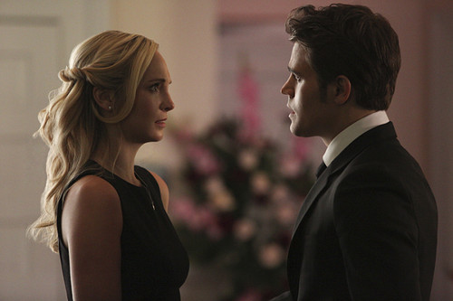 Teen テレビ shows 壁紙 containing a business suit titled The Vampire Diaries 6.15 ''Let Her Go''