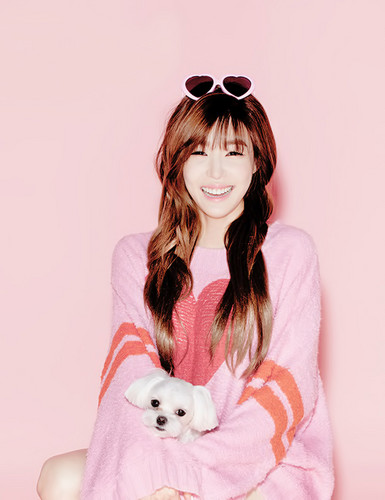 Tiffany Hwang fondo de pantalla possibly containing a bata de baño, albornoz titled Tiffany - Oh Boy!