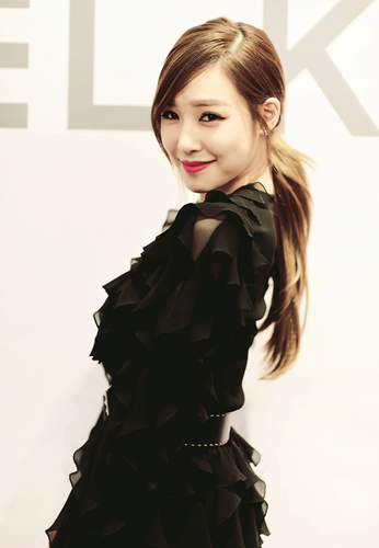 Tiffany Hwang wallpaper probably containing a cocktail dress, a dress, and a frock called Tiffany