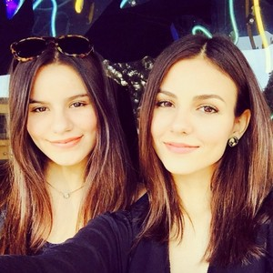 Victoria Justice and Madison cerveja