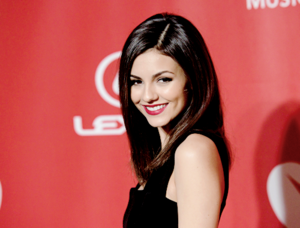 Victoria Justice attends the 25th anniversary MusiCares 2015 Person Of The taon Gala