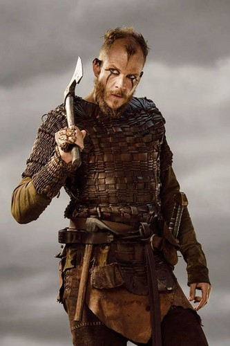 Vikings (TV Series) karatasi la kupamba ukuta probably with a surcoat, a brigandine, and a tabard called Vikings Floki Season 3 official picture