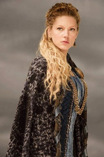 Vikings (TV Series) karatasi la kupamba ukuta probably containing a fur, manyoya kanzu, koti titled Vikings Lagertha Season 3 official picture
