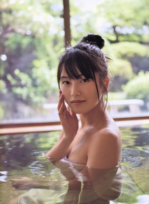 Yokoyama Yui 1st photo Album - 「Yuihan」