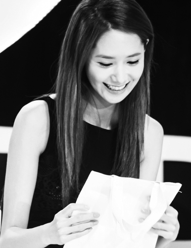 Im yoonA fond d'écran possibly containing a paper towel entitled Yoona