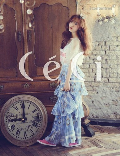 KARA 바탕화면 probably with a 거리 and a 칵테일 dress called Youngji 'CeCi'
