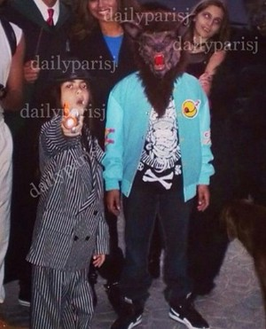 blanket jackson, jaafar jackson and paris jackson dressed on Halloween hari