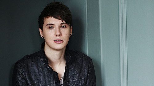 danisnotonfire Обои possibly with a well dressed person, an outerwear, and a банный халат, халат titled danisnotonfire!!