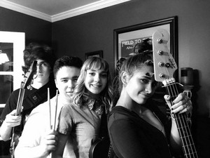 paris jackson with her friends in a band called wulfgang