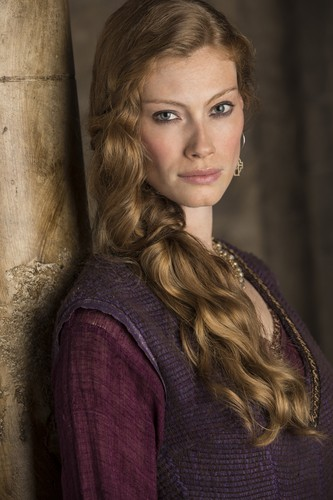 vikingos (serie de televisión) wallpaper probably with an outerwear called princess aslaug season 3