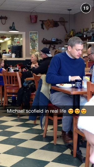 wentworth miller in restaurant