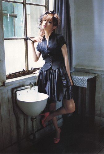 Shinoda Mariko wallpaper probably with a bagno and a bathroom entitled 篠田麻里子写真集『Pendulum(ヘ゜ンテ゛ュラム)』