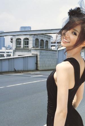 Shinoda Mariko Photobook 'Pendulum'