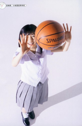 Watanabe Mayu 壁紙 containing a バスケットボール, バスケット ボール and a ドリブラー, ドリブル titled 渡辺麻友「制服図鑑 最後の制服」