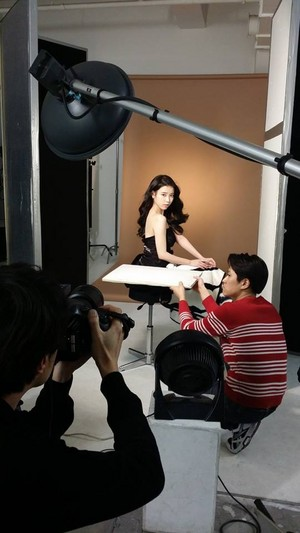 150122 (uploaded 150216) ‪IU‬ BTS at the ‪‎isoi‬ photoshoot sa pamamagitan ng her hairstylist, Seoyun