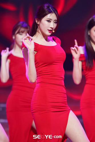 Nine Muses Обои possibly with a коктейль dress, a leotard, and tights titled 150305 Nine Muses - Хёна Coming of Age (M! Countdown Special Stage)