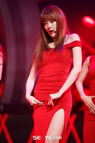 Nine Muses Обои with a коктейль dress entitled 150305 Nine Muses - Keumjo Coming of Age (M! Countdown Special Stage)