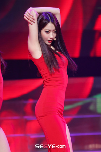 Nine Muses Обои possibly with a коктейль dress and a ужин dress called 150305 Nine Muses - Kyungri Coming of Age (M! Countdown Special Stage)