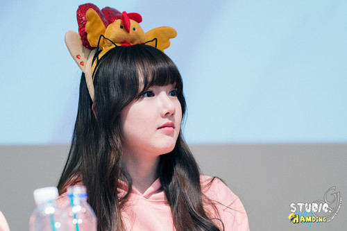 GFriend wallpaper probably containing a bouquet and a portrait called 150308 Gfriend Yerin