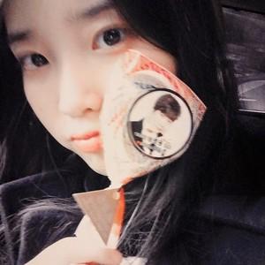 150314 IU Instagram Update Yoon Hyun Sang Конфеты