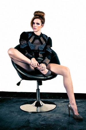 Bella Thorne kwa Contarsy
