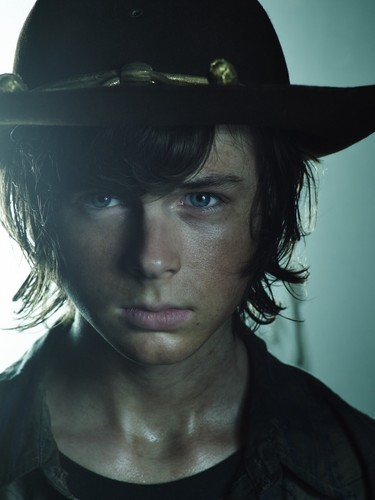 Chandler Riggs Hintergrund containing a snap brim hat, a campaign hat, and a fedora titled Chandler Riggs