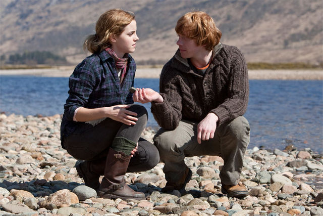 DH1_Ron_and_Hermione_picking_up_stones