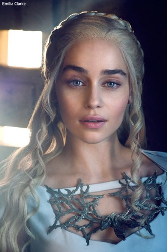 Daenerys Targaryen fond d'écran possibly containing a portrait entitled Daenerys Targaryen Season 5