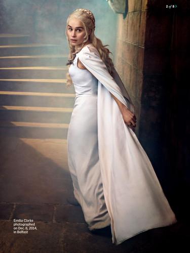 Daenerys Targaryen wallpaper probably with a dinner dress, a gown, and a bridesmaid called Daenerys Targaryen Season 5