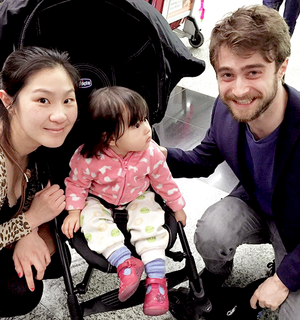Daniel Radcliffe With a fan At Hong Kong International airport (Fb.com/DanieljacobRadcliffeFanClub)