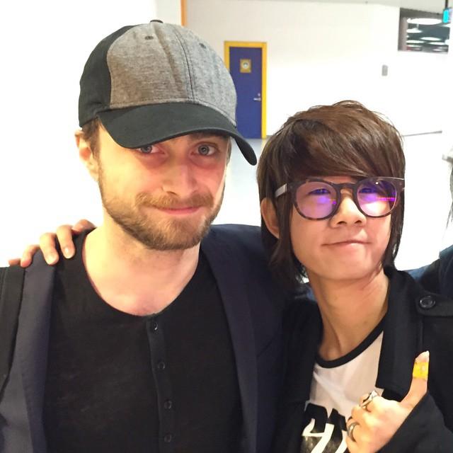 Daniel Radcliffe with a fan at The Venetian Macau China ... Daniel Radcliffe Fan