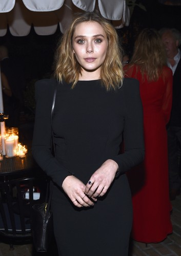 Elizabeth Olsen fond d'écran probably with a well dressed person, an outerwear, and a box manteau entitled Elizabeth Olsen