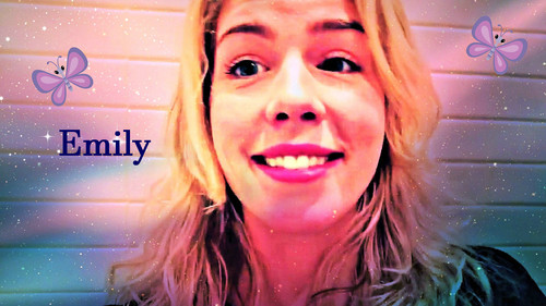 Emily Bett Rickards Hintergrund with a hot tub and a bathtub entitled Emily Bett Rickards Hintergrund