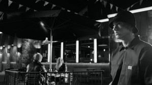 埃米纳姆 - Berzerk {Music Video}