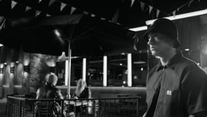 ऐमिनैम - Berzerk {Music Video}
