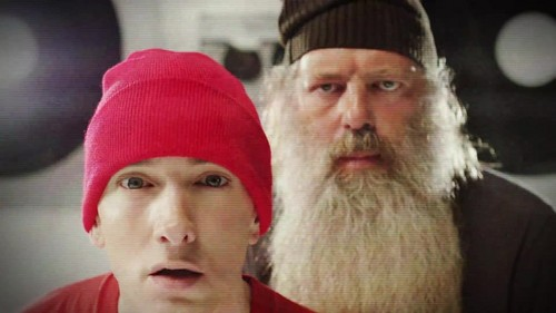 EMINEM achtergrond probably with a beanie, a ski cap, and a pet, glb titled Eminem - Berzerk {Music Video}