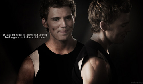 Hunger Games fond d'écran entitled Finnick Odair
