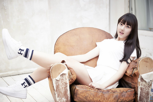"""GFriend দেওয়ালপত্র possibly containing bare legs, hosiery, and a living room entitled G-Friend Yerin """"Glass Bead"""" concept ছবি"""