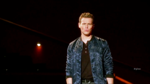 Jesse St. James Hintergrund possibly containing a well dressed person, a business suit, and a konzert called Glee S06E11 – We Built This Glee Club