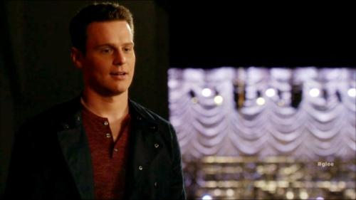 Jesse St. James Hintergrund with a konzert called Glee S06E11 – We Built This Glee Club