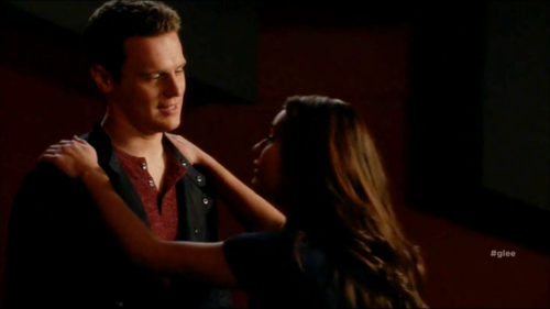 Rachel and Jesse karatasi la kupamba ukuta possibly containing a portrait titled Glee S06E11 – We Built This Glee Club