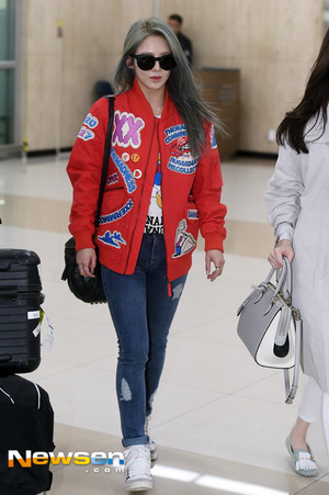 Hyoyeon at the airport